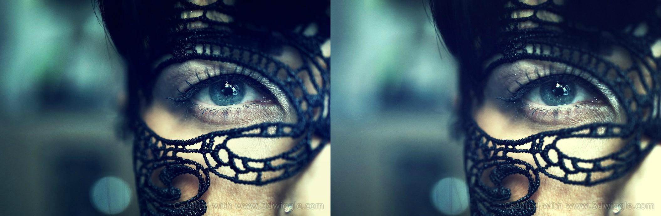 gyrl with blue eye