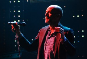 Michael-Stipe-in-concert-3dwiggle